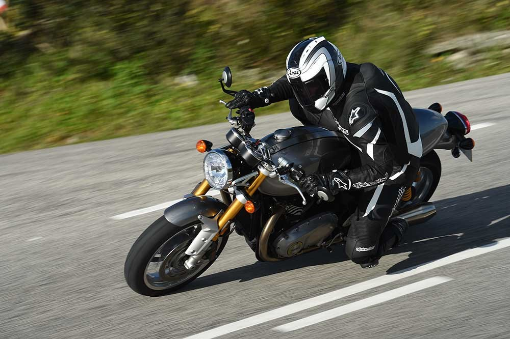 Thoughts on Published T-120 Bonneville and Thruxton R Test Rides