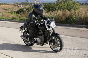Triumph-Street-Tracker-001