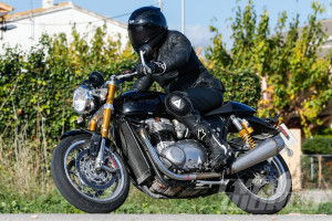 Triumph-Street-Tracker-R-001