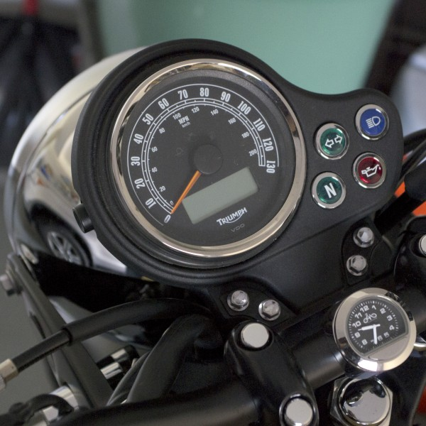 '13 EFI Bonneville stock instrument panel (no tach)