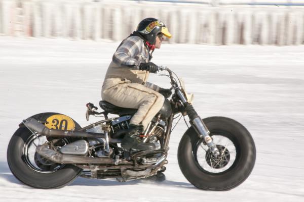 ice-racing-harley-30-1