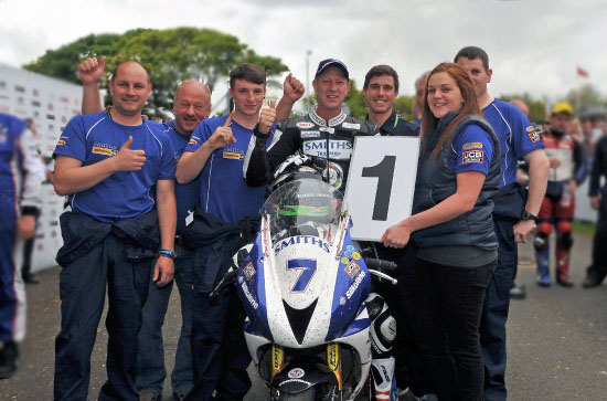 Smiths Triumph Racing Team - Gary Johnson Win!