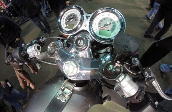 Thruxton R instrument cluster